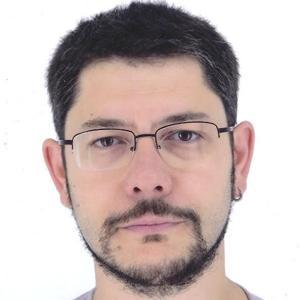 Carlos E. Hernández
